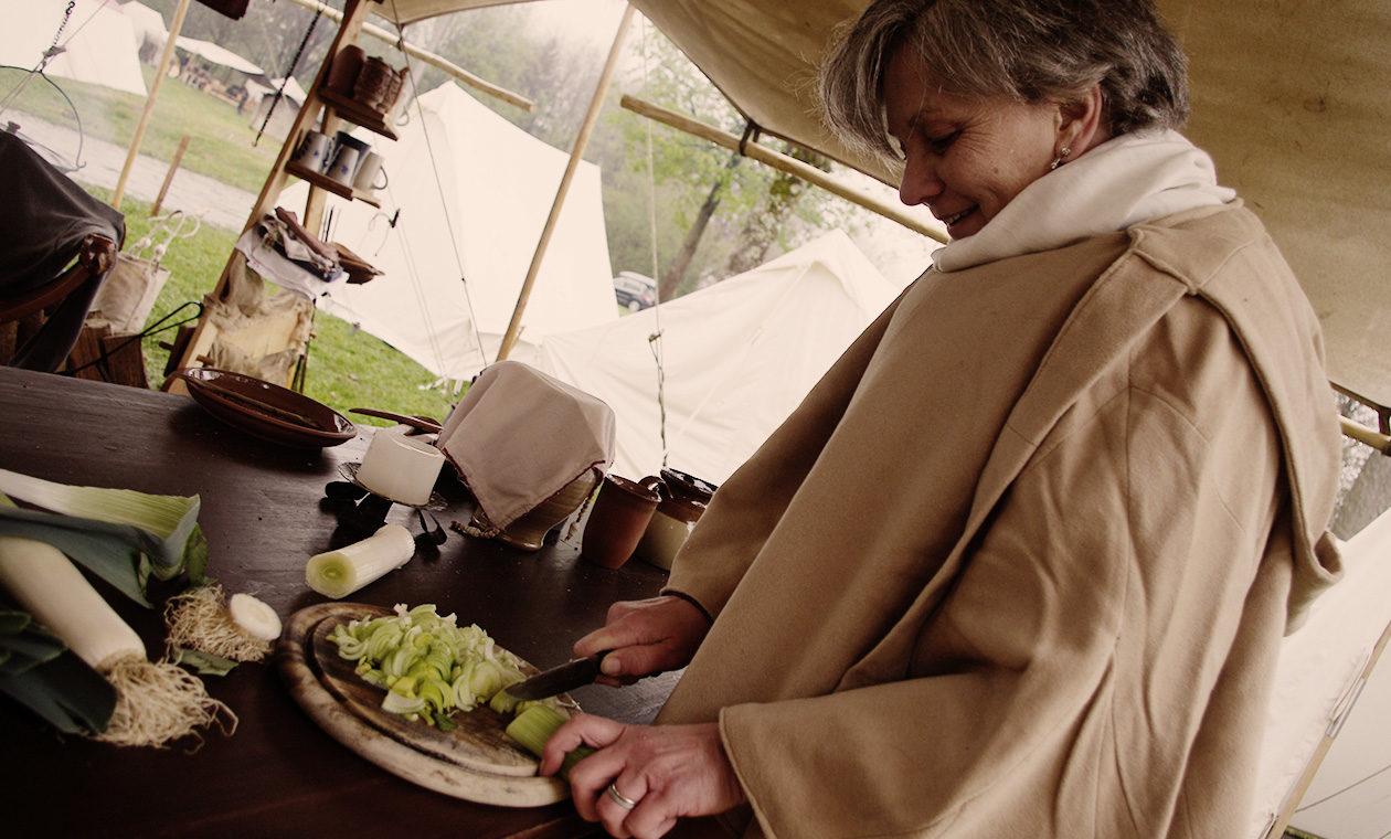 Vorbereitungen für das mittelalterliche Essen