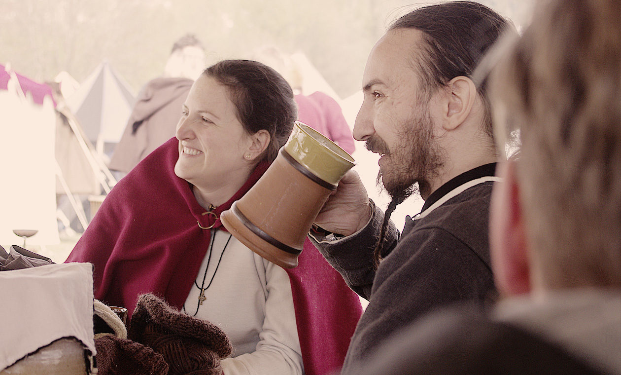 Lachen und Trinken auf dem Zeitsprung in Hauzenberg