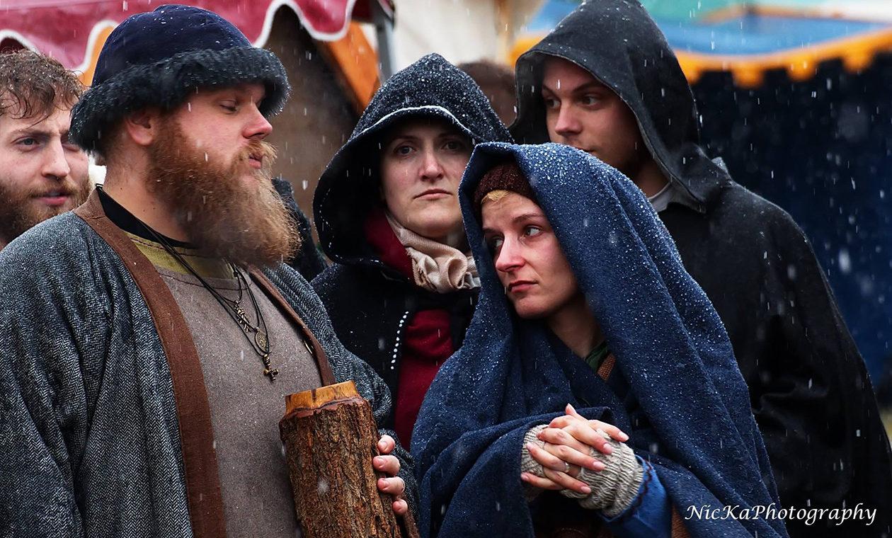 Mittelalterliches Treiben bei Schnee