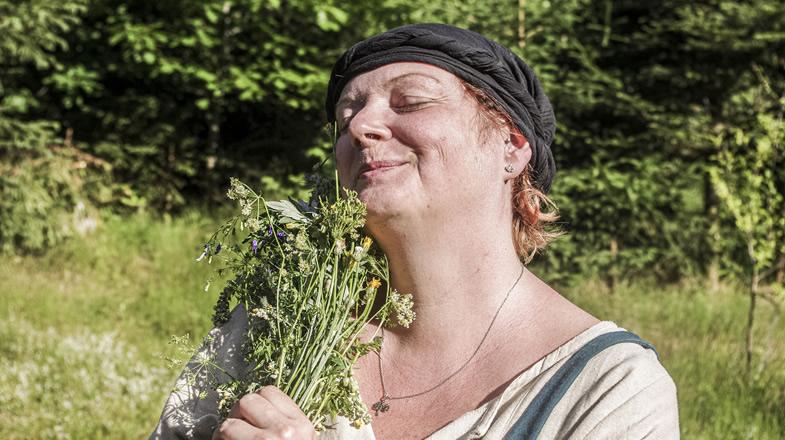 Martina mit Blumenstrauß