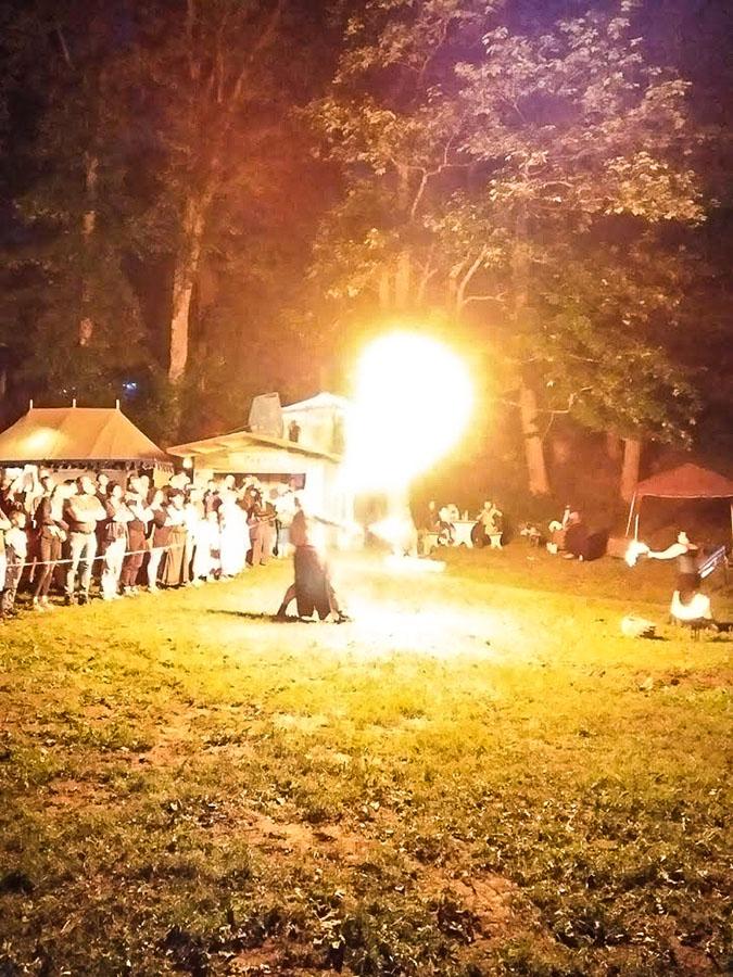 Feuershow beim Ritterspektakel Regen 2019