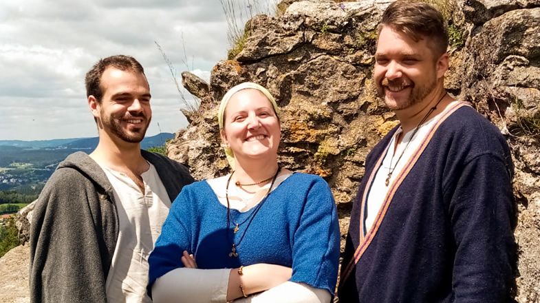 Andreas, Stefanie und Florian auf dem sonnigen Burgturm