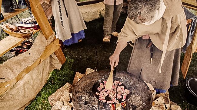 Schweinegulasch mit Möhren und Thymian